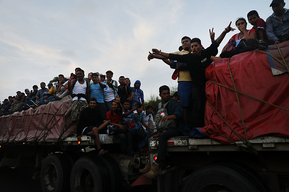 Refugee「Thousands Of Hondurans In Migrant Caravan Continue March Through Mexico」:写真・画像(12)[壁紙.com]