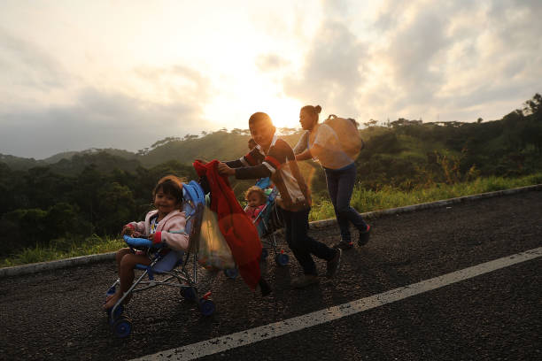 Thousands Of Hondurans In Migrant Caravan Continue March Through Mexico:ニュース(壁紙.com)