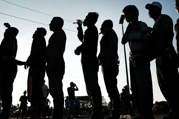 Waiting「Thousands Of Hondurans In Migrant Caravan Continue March Through Mexico」:写真・画像(19)[壁紙.com]