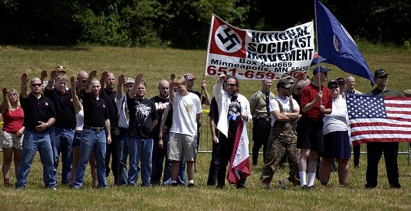 ネオナチ「Neo-Nazi Groups Hold Rally At Historic Battlefield」:写真・画像(12)[壁紙.com]