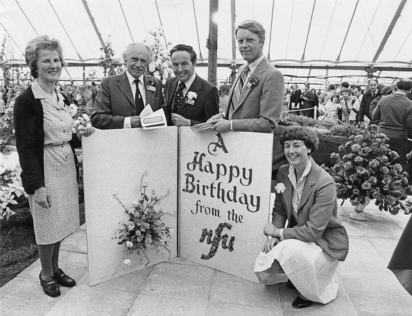 Birthday Card「NFU Greetings To Queen Mother」:写真・画像(0)[壁紙.com]