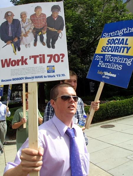 Alex Wong「Labor Union Rally Against Bush Social Security Plan」:写真・画像(12)[壁紙.com]