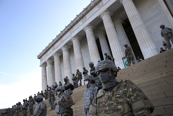 National Guard「U.S. Cities Clean Up Damage As Riots Continue Across The Country」:写真・画像(1)[壁紙.com]
