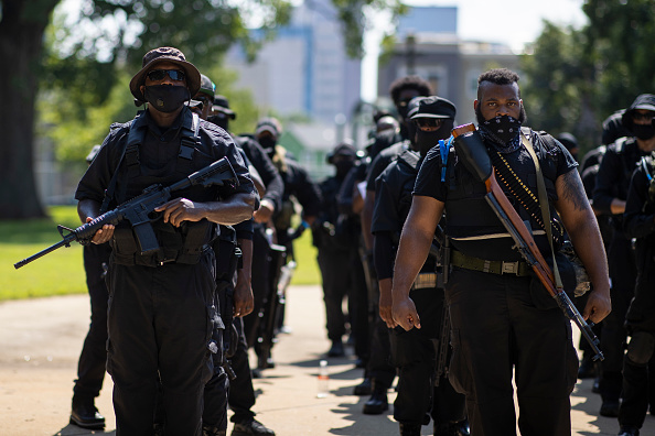 Weapon「Black Militia Group Holds March In Louisville」:写真・画像(14)[壁紙.com]