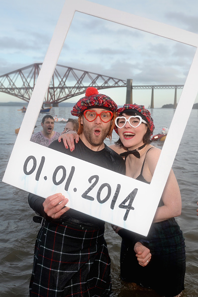 Jeff J Mitchell「Swimmers Brave The Loony Dook New Years Day Swim」:写真・画像(0)[壁紙.com]
