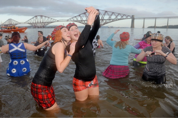 Hogmanay「Swimmers Brave The Loony Dook New Years Day Swim」:写真・画像(13)[壁紙.com]