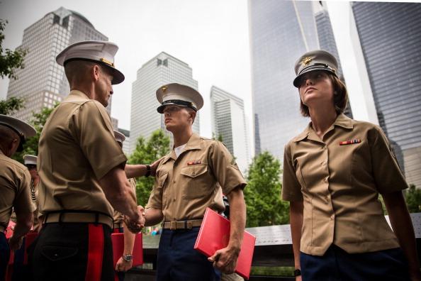 Andrew Burton「Reenlistment Ceremony For Service Members Held At Nat'l September 11 Memorial」:写真・画像(16)[壁紙.com]