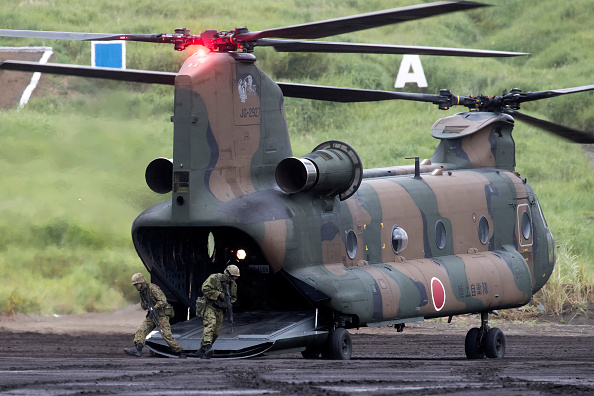 CH-47 Chinook「Japan Ground Self-Defense Force Live Fire Exercise」:写真・画像(18)[壁紙.com]