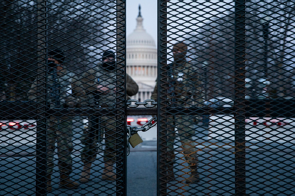 Fence「Capitol Hill Security On High Alert After Reports Of Possible Violence From QAnon Conspiracists」:写真・画像(1)[壁紙.com]