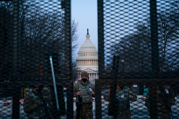 Barbed Wire「Capitol Hill Security On High Alert After Reports Of Possible Violence From QAnon Conspiracists」:写真・画像(19)[壁紙.com]