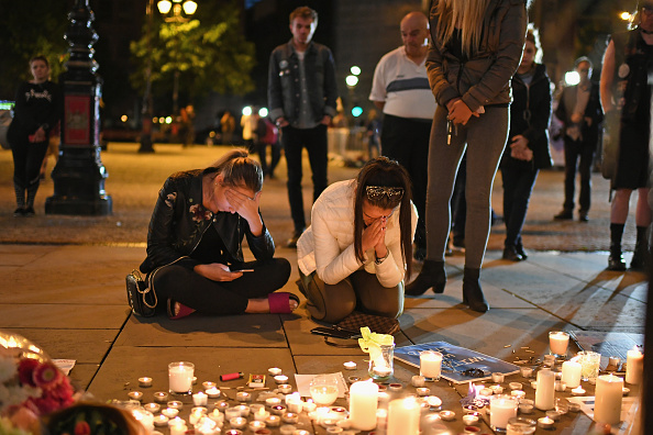 Bomb「Manchester Comes Together to Remember Victims Of Terror Attack」:写真・画像(16)[壁紙.com]