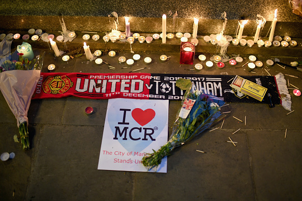 Memorial Vigil「Manchester Comes Together to Remember Victims Of Terror Attack」:写真・画像(15)[壁紙.com]