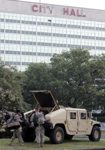 Government Building「National Guard Begins To Patrol New Orleans」:写真・画像(12)[壁紙.com]