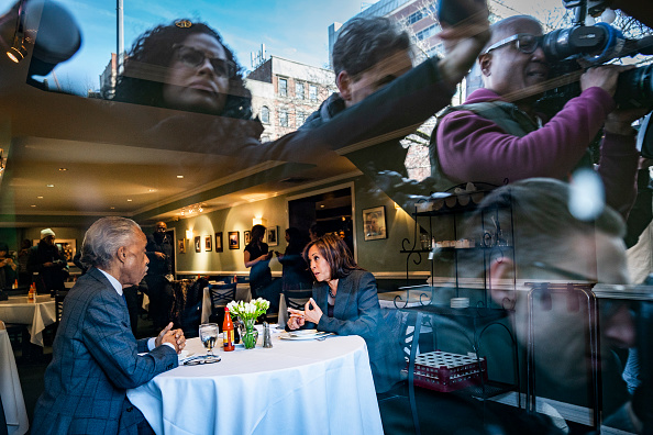 Drew Angerer「Democratic Presidential Candidate Sen. Kamala Harris Meets With Civil Rights Leader Al Sharpton In New York City」:写真・画像(6)[壁紙.com]
