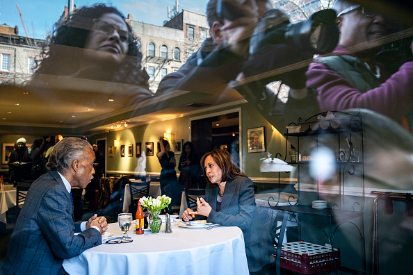 Drew Angerer「Democratic Presidential Candidate Sen. Kamala Harris Meets With Civil Rights Leader Al Sharpton In New York City」:写真・画像(3)[壁紙.com]