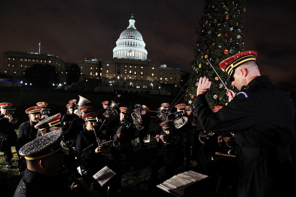 Stanislaus National Forest「Lawmakers Attend Capitol Christmas Tree Lighting Ceremony」:写真・画像(2)[壁紙.com]