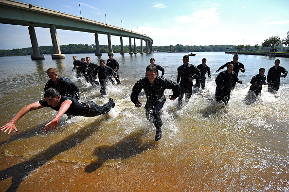 Patrick Smith「Naval Academy Underclassmen Put Through Grueling Physical Activities During Annual Sea Trials」:写真・画像(4)[壁紙.com]