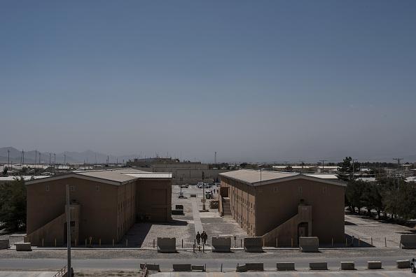 Bagram Air Base「United States Continues Role in Afghanistan as Troop Numbers Increase」:写真・画像(1)[壁紙.com]