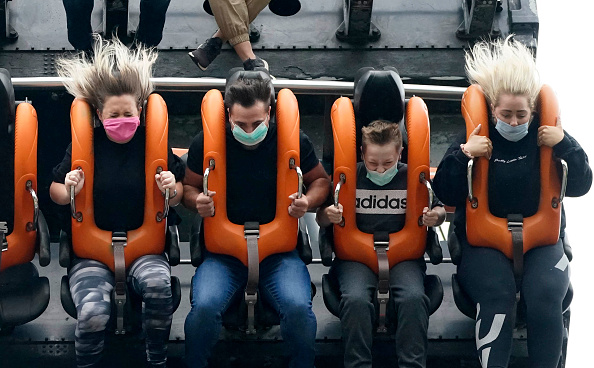 Rollercoaster「Alton Towers Reopens Its Doors To Thrill Seekers」:写真・画像(6)[壁紙.com]