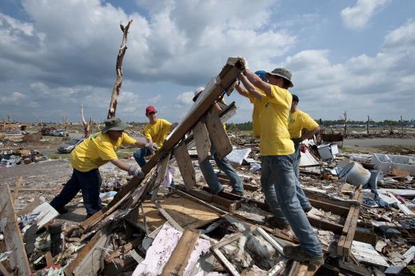Effort「Recovery Efforts Continue In Joplin, MO After Deadly Tornado」:写真・画像(13)[壁紙.com]