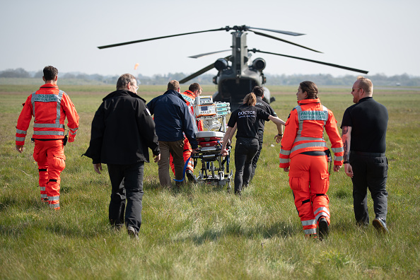 CH-47 Chinook「MoD And NHS Partner With Air Ambulance Service To Offer COVID-19 Support」:写真・画像(4)[壁紙.com]