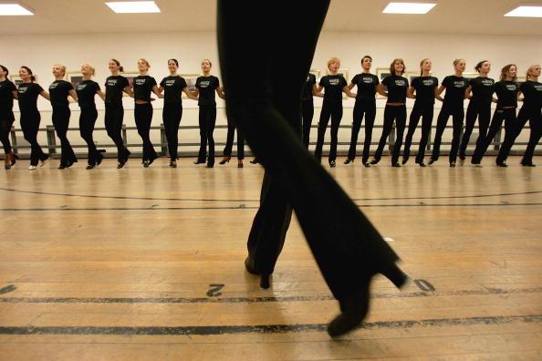 Hardwood Floor「Rockettes Rehearse For Radio City Christmas Spectacular」:写真・画像(14)[壁紙.com]