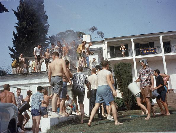 UCLA「Frat Boys Have A Water Fight」:写真・画像(13)[壁紙.com]