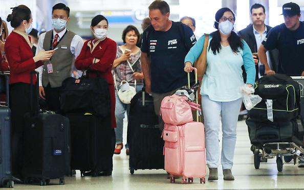 LAX Airport「Flight Crews Wear Protective Gear For International Flights」:写真・画像(19)[壁紙.com]