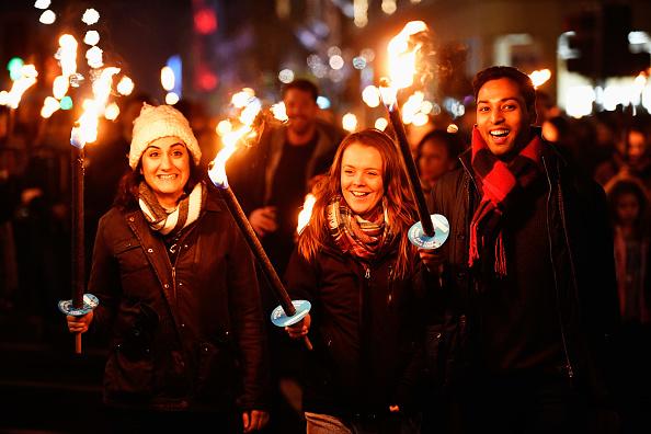 Hogmanay「A Torchlit Procession Kicks-off Edinburgh's Hogmanay Celebrations」:写真・画像(2)[壁紙.com]