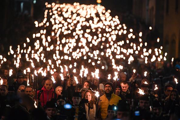 Hogmanay「Torchlight Procession Through Edinburgh」:写真・画像(18)[壁紙.com]