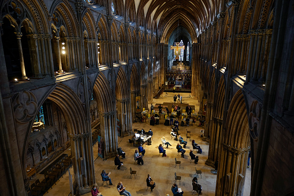 舞台芸術「Lichfield Cathedral Acts As Local Covid Vaccine Hub」:写真・画像(19)[壁紙.com]
