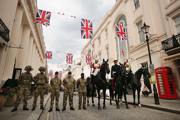 Oli Scarff「Household Cavalry Start The Party On The Streets Of Belgravia」:写真・画像(8)[壁紙.com]