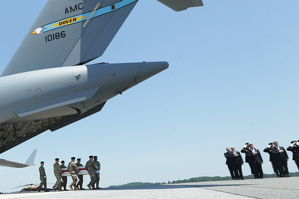 Dover - Delaware「Dignified Transfer Held For Soldier Killed In Combat Operations In Afghanistan」:写真・画像(7)[壁紙.com]