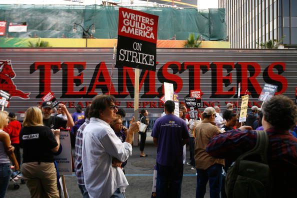 Variation「Other Unions Join Striking Writers For March Down Hollywood Blvd」:写真・画像(19)[壁紙.com]