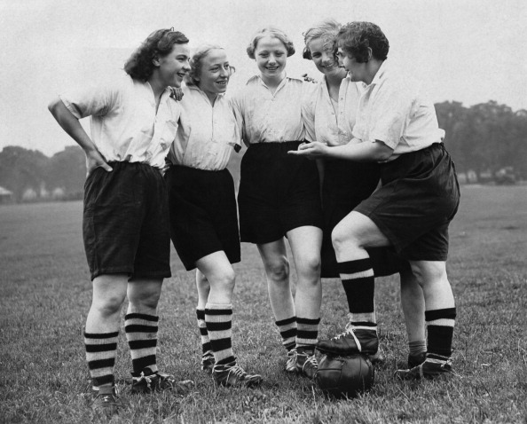 1930-1939「Preston Women Footballers」:写真・画像(2)[壁紙.com]
