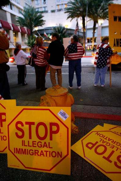 Free Trade Agreement「Mexican Immigrant Groups Protest Calderon Visit To U.S」:写真・画像(2)[壁紙.com]