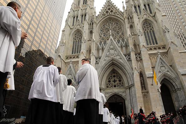Religious Mass「Funeral For Edward Cardinal Egan Held In New York City」:写真・画像(17)[壁紙.com]