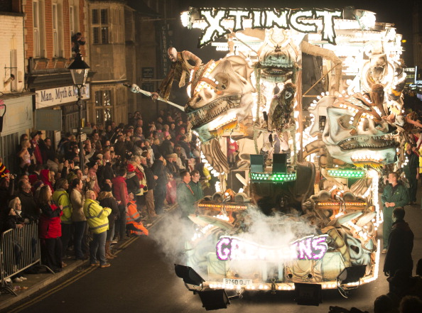 Somerset - England「Floats Are Illuminated As Glastonbury Carnival Takes Place」:写真・画像(13)[壁紙.com]