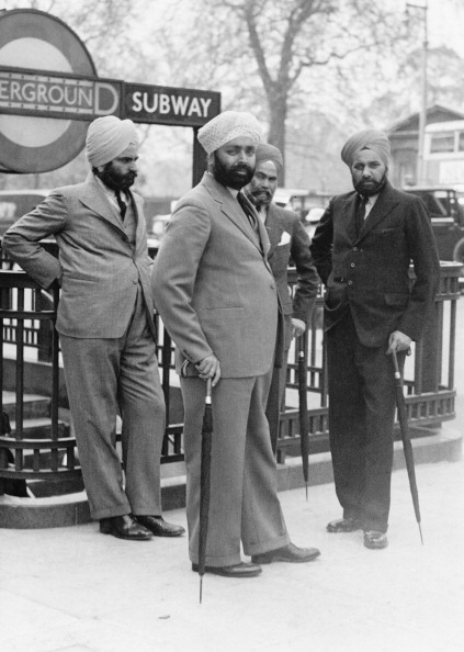 Asian and Indian Ethnicities「Sikh Men In London」:写真・画像(2)[壁紙.com]