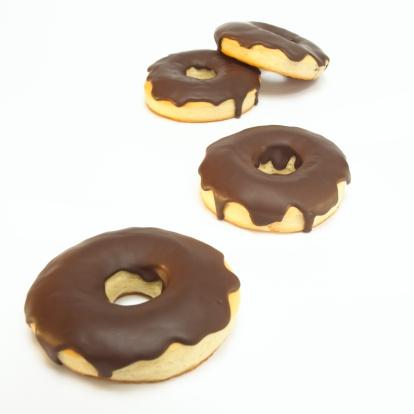 チョコレート「Doughnuts with chocolate icing, close-up」:スマホ壁紙(16)