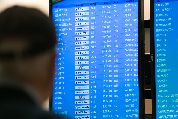 Hartsfield-Jackson Atlanta International Airport「Hundreds Of Flights Cancelled After Power Outage At Atlanta Hartsfield Airport」:写真・画像(6)[壁紙.com]