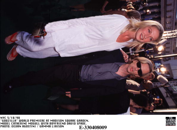1998年映画 ゴジラ「Godzilla World Premiere At Madison Square Garden Model Catherine Mogull With Boyfriend」:写真・画像(19)[壁紙.com]