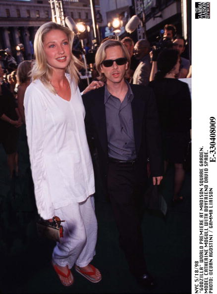 1998年映画 ゴジラ「Godzilla World Premiere At Madison Square Garden Model Catherine Mogull With Boyfriend」:写真・画像(17)[壁紙.com]