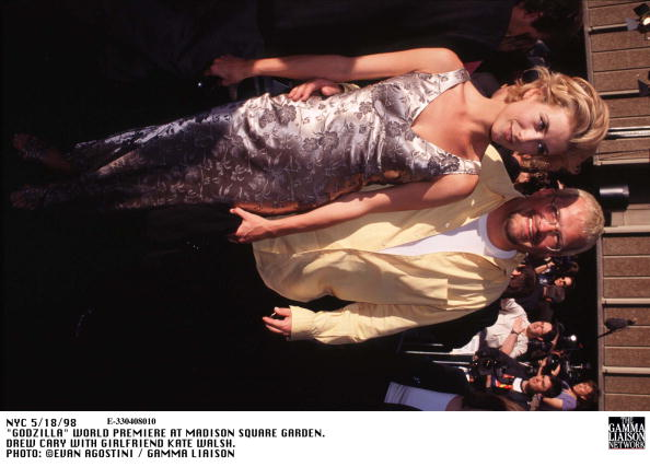 1998年映画 ゴジラ「Godzilla World Premiere At Madison Square Garden Drew Cary With Girlfriend Kate Walsh」:写真・画像(11)[壁紙.com]
