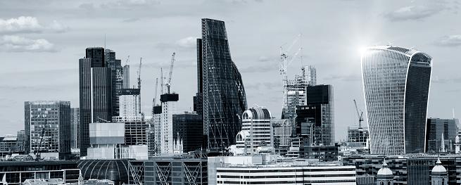 star sky「ロンドンの街のランドマークの青い着色表示。レンズ フレア エフェクト」:スマホ壁紙(6)