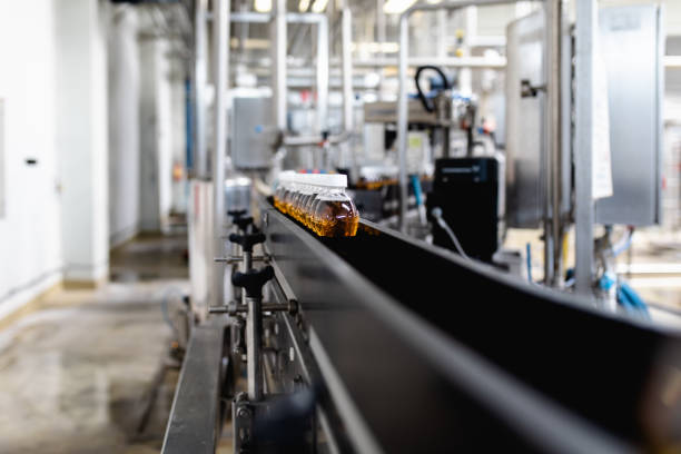 Production line for juice bottling:スマホ壁紙(壁紙.com)