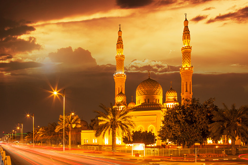 Sepia Toned「Time lapse view of Jumeira Mosque at dusk, Dubai, United Arab Emirates」:スマホ壁紙(17)