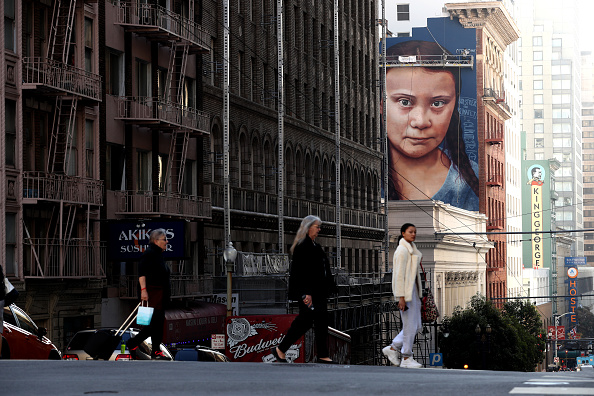Mural「Mural Of Swedish Teenage Environmental Activist Greta Thunberg Painted In San Francisco」:写真・画像(3)[壁紙.com]