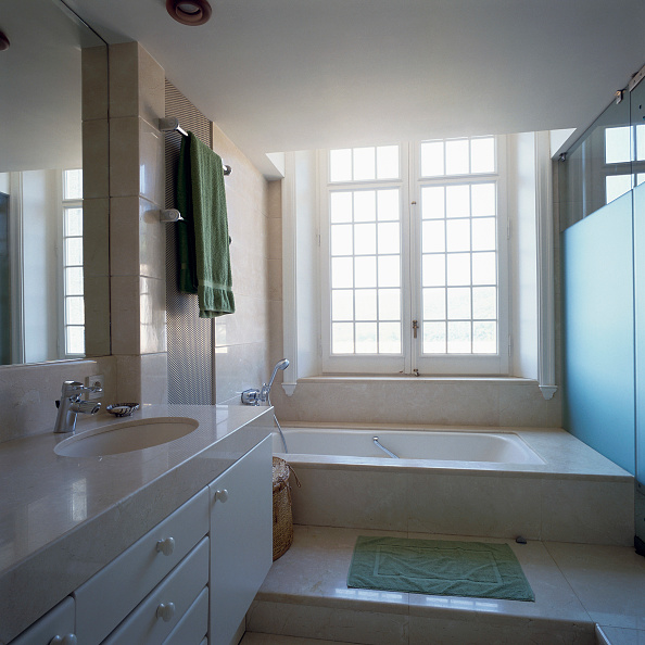 Drawer「View of a neat and tidy bathroom」:写真・画像(7)[壁紙.com]