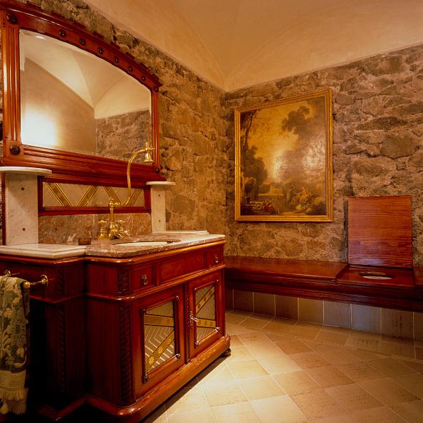 Bathroom「View of a neat and tidy bathroom」:写真・画像(17)[壁紙.com]